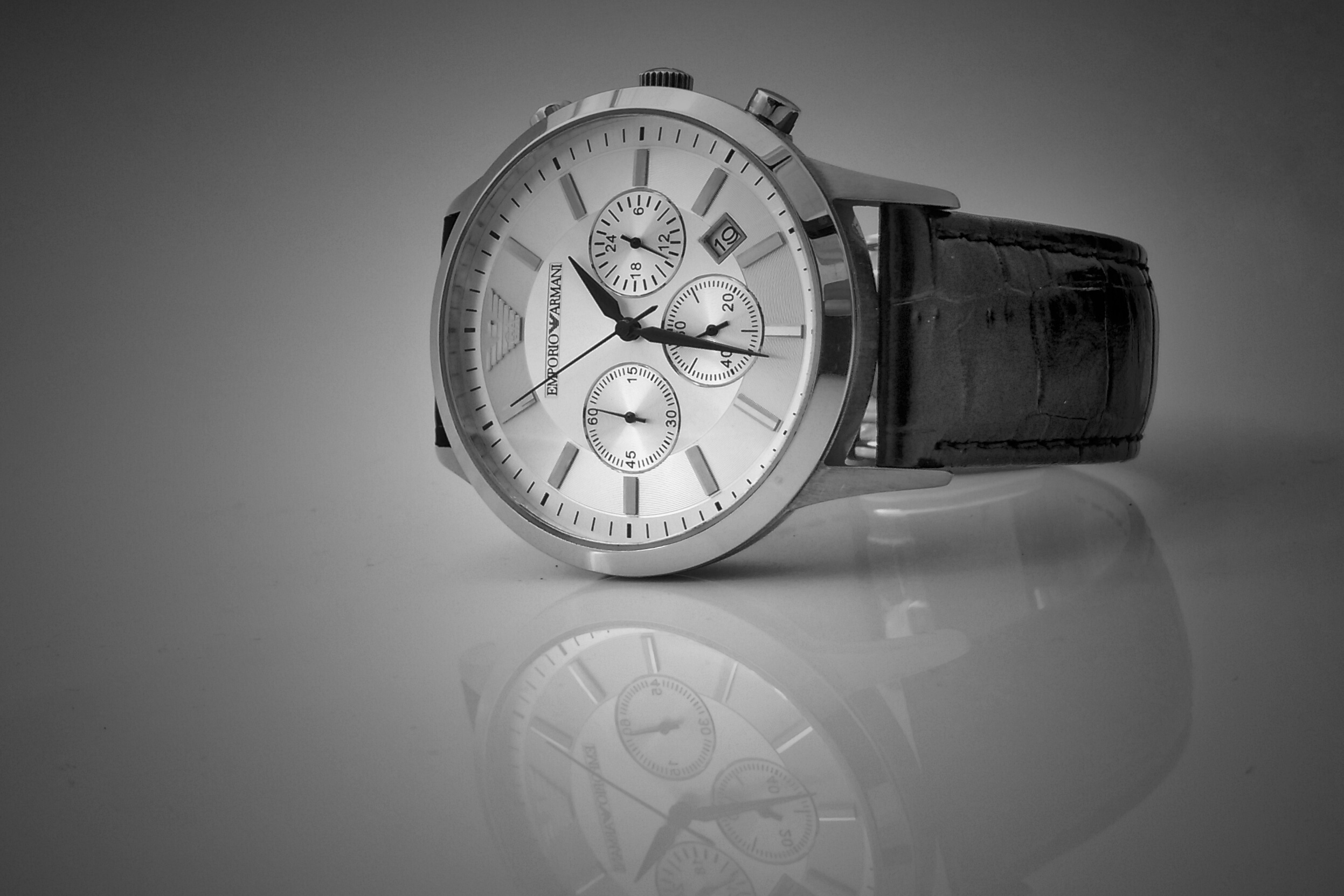 black-leather-strap-silver-chronograph-watch-125779